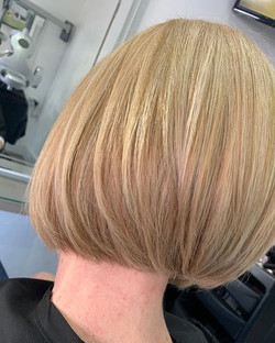 Lovely long layered bob cut by Lawson ✔️