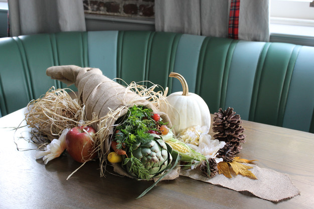 How to Make a Cornucopia Using Chicken Wire