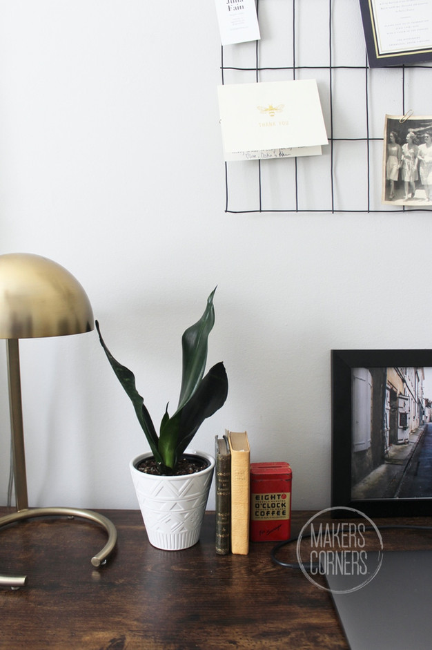 How to Make A Wire Grid Photo Display For Your Home Office