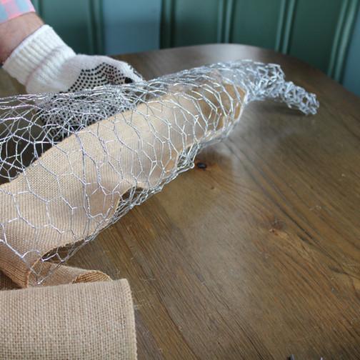 burlap-inside-chicken-wire