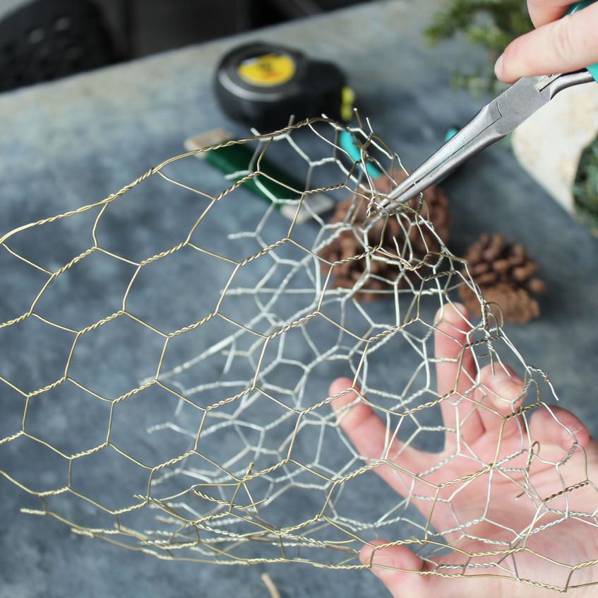 chicken-wire-hanging-basket8