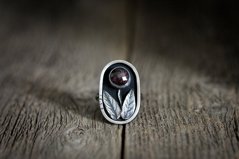 Garnet Flower Ring - Sterling Silver - Size 6