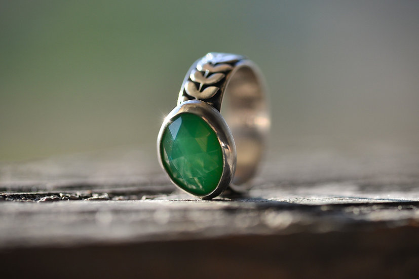 Chrysoprase Woodland Ring - Sterling Silver - Size 6.5