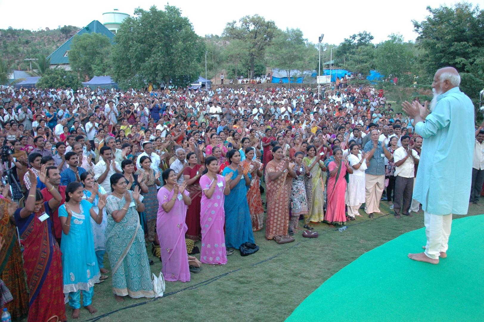 Brahmarshi Patriji With Meditators on 5t