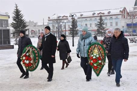 В день Героев Отечества в Троицке Челябинской области прошло возложение цветов и венков