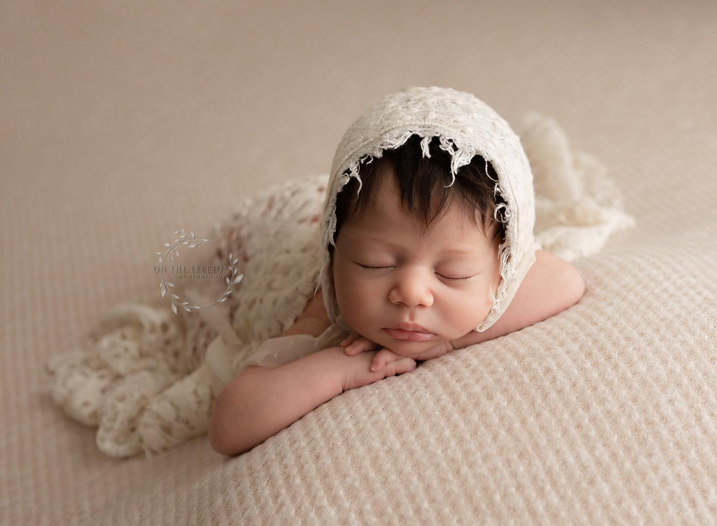 newborn-photographer-forward-facing-pose