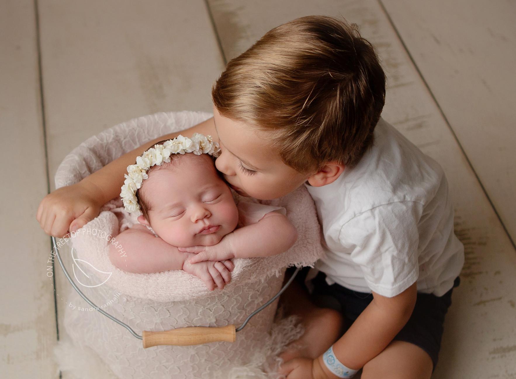 newborn-photographer-bucket-pose-laguna-