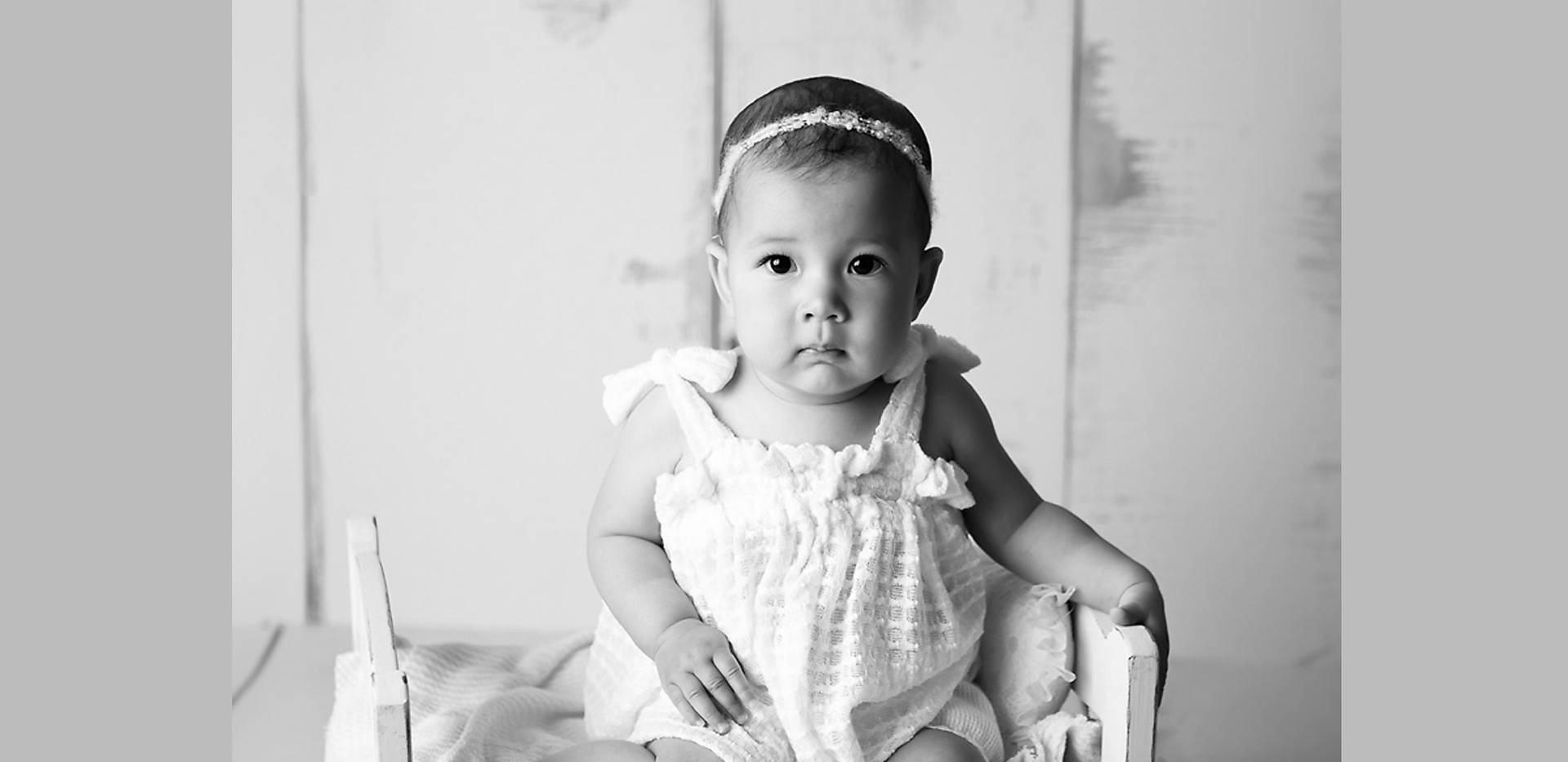 baby-photography-milestone-tiny-bed-prop