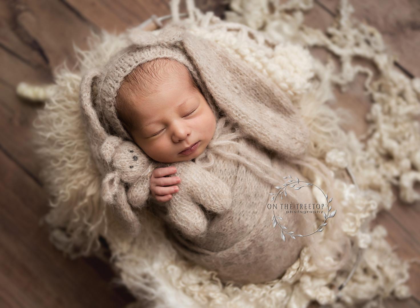 newborn-photographer-bunny-bonnet-missio