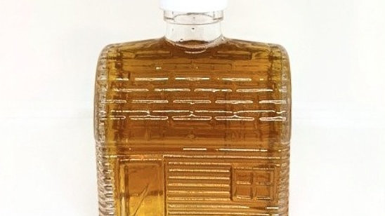 8.5 oz Maple syrup glass cabin