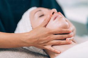 facial-massage-treatment-4CJ6QJF copy.jp