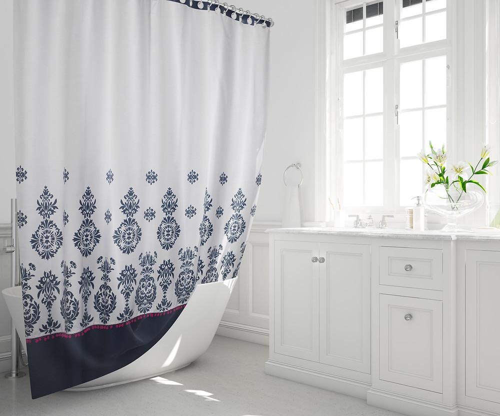 cortina tiara pompones hecha en Chile