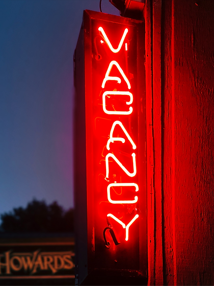Vacancy%20neon%20signage_edited.png