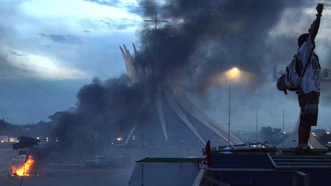 Crônica de um dia trágico em Brasília