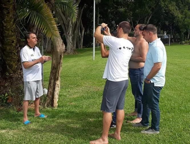Em mais um crime, Bolsonaro divulga falsa cura para o Coronavírus