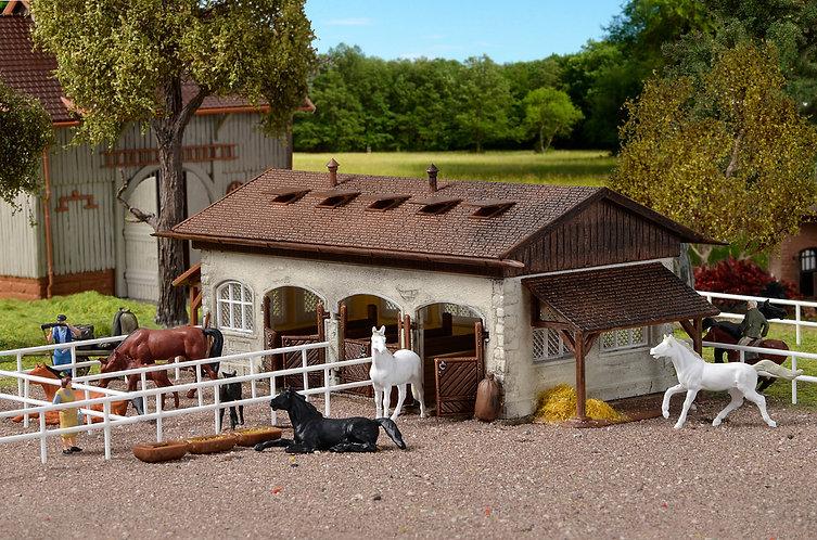 Centre équestre avec paddock et chevaux - Vollmer 43790