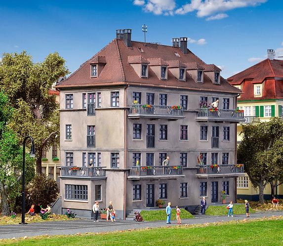 Immeuble avec balcon et terrasse HO - KIBRI 38357