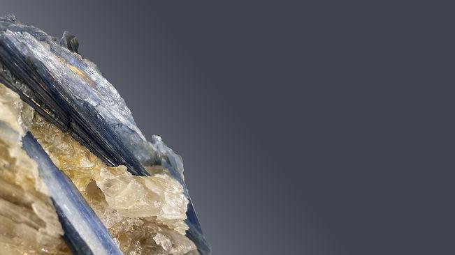 カイヤナイト(二硬石)