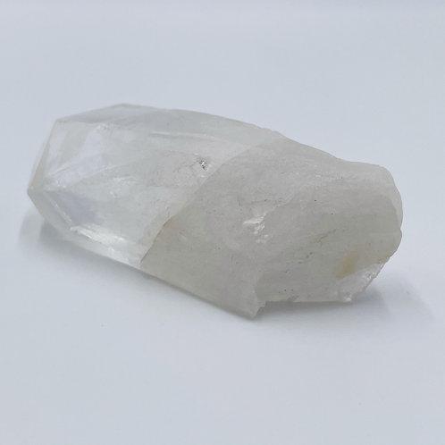 水晶ー持ち運びに最適 / お守りとして / 瞑想 / 複数でインテリアデザインに / 原石