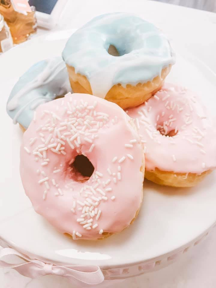 pastel donuts