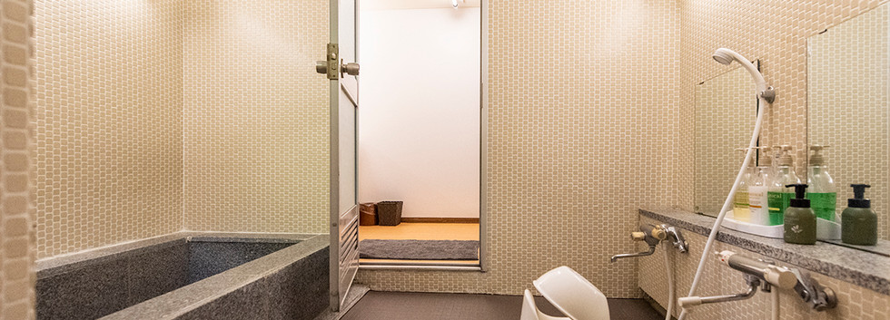smallbathroom.jpg