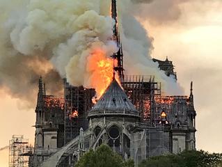 Que perda inestimável para o mundo - Fogo na  Catedral de Notre-Dame.