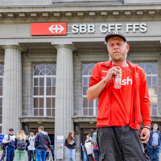 Randstaendiger am Bahnhof Biel: Gery