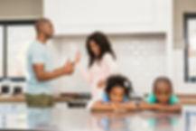 parents-qui-se-disputent-devant-enfants_