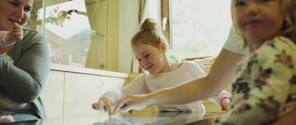 4touch Werbefilm Kindertisch.mp4