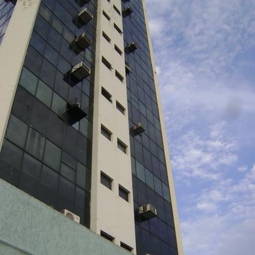 O Edifício Maria Eugênio de Macedo é um prédio comercial que dispõe de vários tipos de empreendimentos, clínicas e consultórios médicos. Conta com portaria 24h, e localiza-se próximo da rodoviária de Campinas, ao redor do prédio consta vários estacionamentos (estacionamento não vinculado ao prédio).