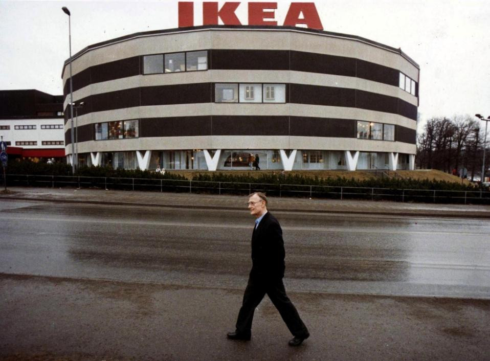 IKEA furniture chain founder Ingvar Kamprad walks in front of the first IKEA store in Stockholm, Sweden on February 14, 1989 (AFP Photo/Lars Nyberg)
