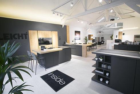 Jérôme Morel vous accueil dans un showroom spacieux et design
