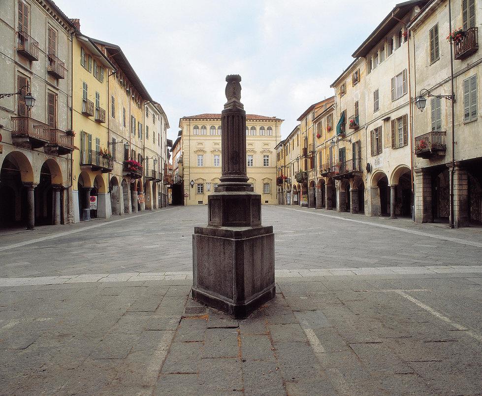 Piazza Cisterna.jpg