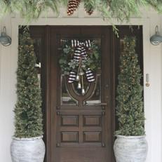 Modern-Farmhouse-Christmas-Front-Entry-w