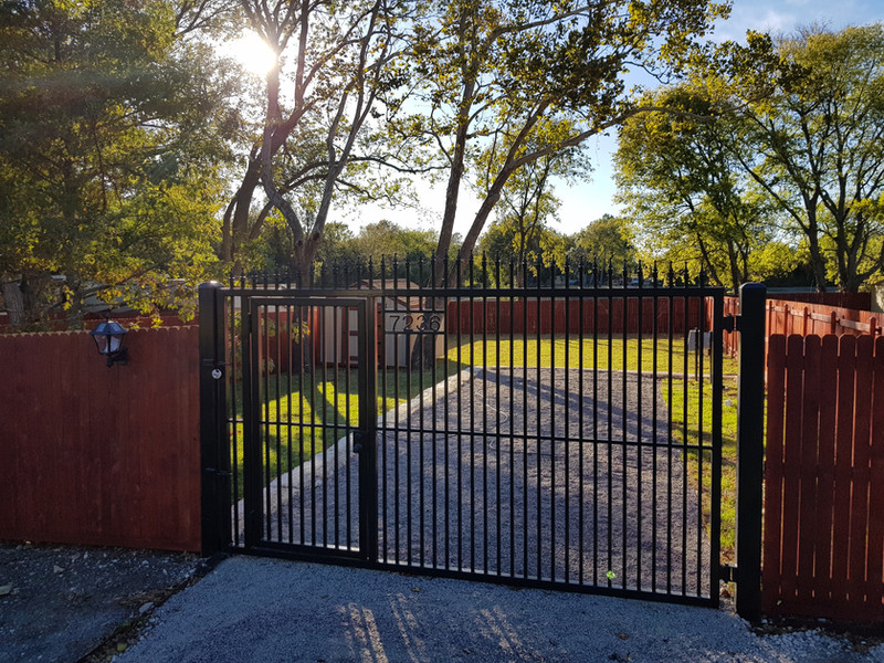 7236 Closed Gate.jpg