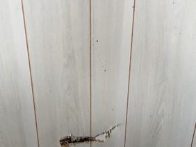 学習塾のベニヤ壁の穴の修理