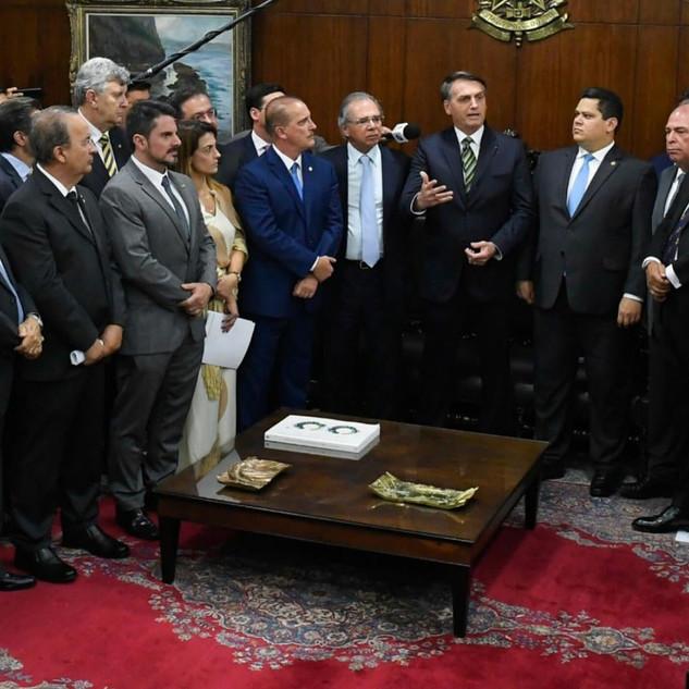 Presidente Jair Bolsonaro e equipe recebidos no Senado