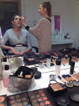 Au maquillage !