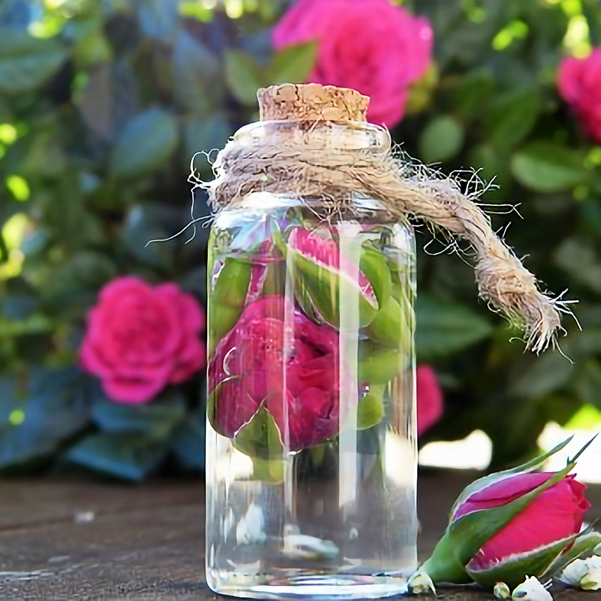 心華やぐ薔薇の化粧水づくり