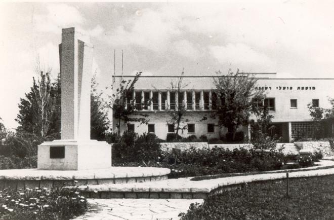 חזית צפונית  ואנדרטה