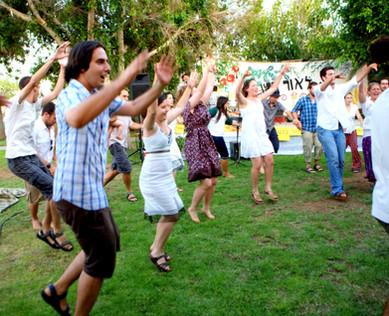 ריקודי עם בקיבוץ נערן
