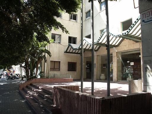 חזית צפונית, רחבת כניסה