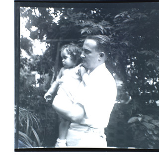 אבא אנדרי (בונדי) ובנו טומי, תל אביב, 1939