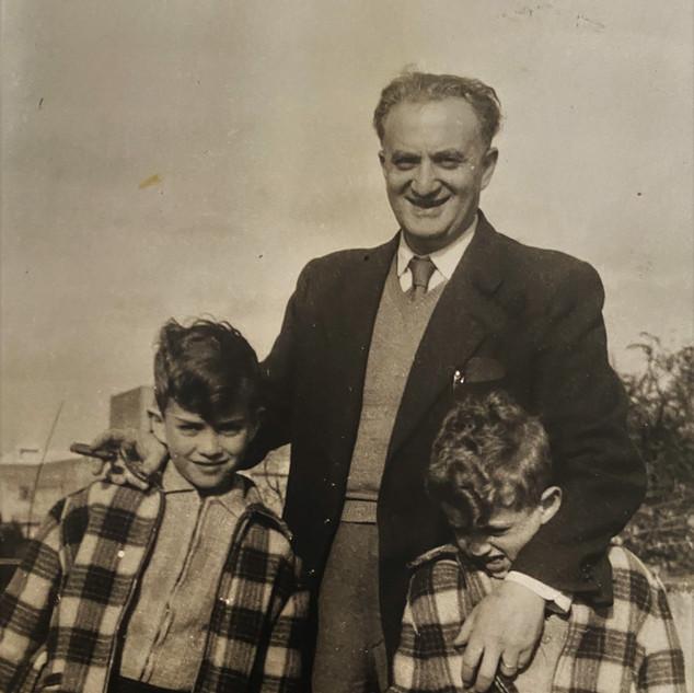 בונדי ובניו גיורא וערן, 1957