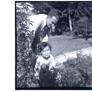 Bundi & son Tommy, Palestine (Israel), 1940