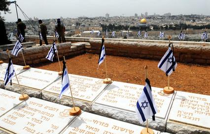 קברים ודגלי ישראל עליהם - הר הזיתים