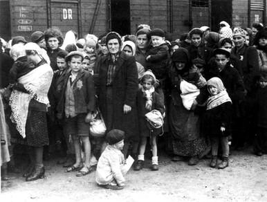 יהודים בכניסה לרכבת