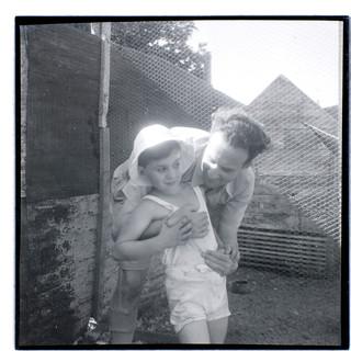 אבא בונדי ובנו טומי, 1942