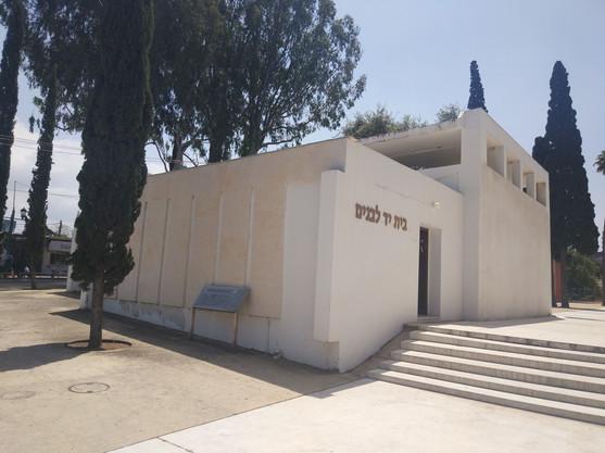 2019 Adi Gilad
