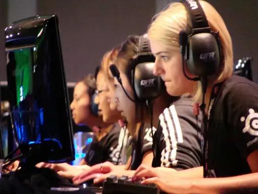 https://www.businessinsider.com/highest-paid-professional-female-video-gamers-2014-6